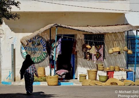 Noch immer werden Produkte aus Steppengras in Tunesien geflochten, wie hier in Hergla.